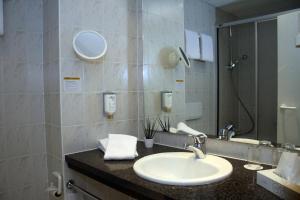A bathroom at Quality Hotel Dresden West