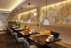 Een restaurant of ander eetgelegenheid bij Van der Valk Drachten