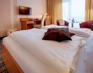 A bed or beds in a room at Kurhotel Pyramide Bad Windsheim