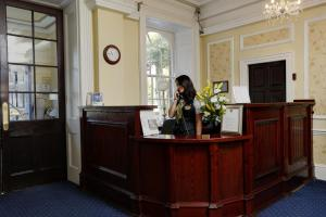 The lobby or reception area at Best Western Plus West Retford Hotel
