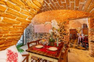 A restaurant or other place to eat at Albergo Diffuso Mannois