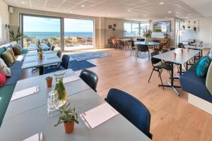 A restaurant or other place to eat at Stayokay Terschelling