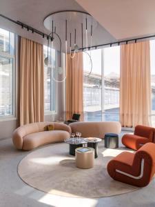 A seating area at OKKO Hotels Paris Gare de l'Est