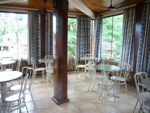 Um restaurante ou outro lugar para comer em Pousada Praia D'Azul