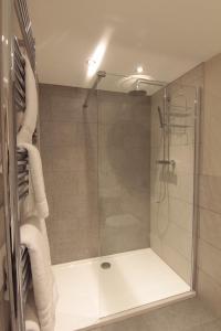A bathroom at The Charlton Arms
