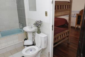 A bathroom at Hostel Casa Blanca Potosi