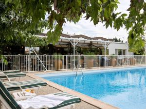 The swimming pool at or near ibis Styles Avignon Sud