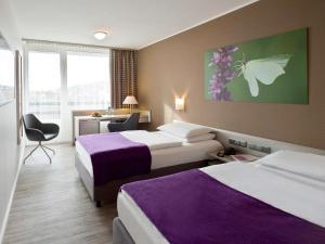 A bed or beds in a room at Mercure Hotel Hameln