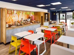 A restaurant or other place to eat at Ibis Budget Portsmouth