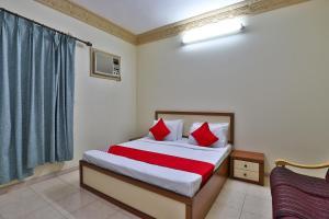 Cama ou camas em um quarto em Durrat Al Motamizon Furnished Apartment 1