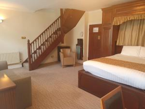 A bed or beds in a room at Lismoyne Hotel