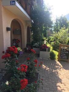 Ein Garten an der Unterkunft B&B Garni Casa La Val