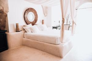 A bed or beds in a room at Sant'Angelo Luxury Resort