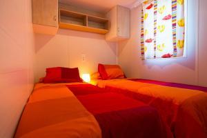 Cama o camas de una habitación en Camping Bungalows El Far