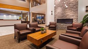 The lobby or reception area at Best Western Plus Revelstoke