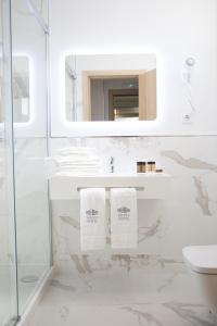A bathroom at Mafra Hotel