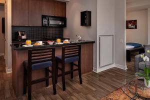 A kitchen or kitchenette at Executive Hotel Cosmopolitan Toronto