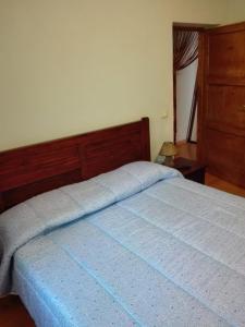 Letto o letti in una camera di Il posto del ciliegio selvatico