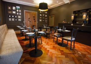 El salón o zona de bar de Casa Bueras Boutique Hotel