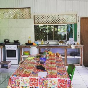 A cozinha ou cozinha compacta de Pandora Hostel