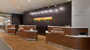The lobby or reception area at Courtyard by Marriott Toronto Downtown