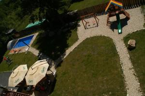 A view of the pool at Hotel Avalanche or nearby
