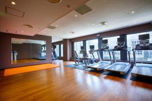 The fitness center and/or fitness facilities at Keio Plaza Hotel Tokyo
