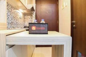 The lobby or reception area at Simply Studio Apartment @ Grand Dhika City By Travelio