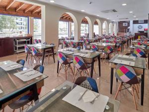 Een restaurant of ander eetgelegenheid bij BelleVue Club