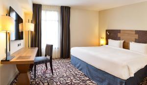 מיטה או מיטות בחדר ב-Radisson Blu Hotel Marseille Vieux Port