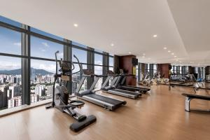 The fitness center and/or fitness facilities at Huaqiang Plaza Hotel Shenzhen