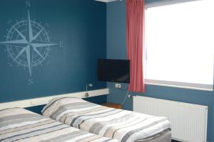 A bed or beds in a room at Buitenplaats T Ges