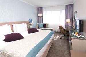 Ein Bett oder Betten in einem Zimmer der Unterkunft Crowne Plaza Berlin City Centre, an IHG Hotel