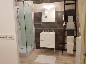 A bathroom at L'écurie