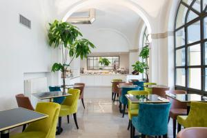 A restaurant or other place to eat at Horto Convento