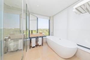 A bathroom at Praia Verde Boutique Hotel