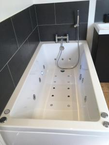 A bathroom at Holway House