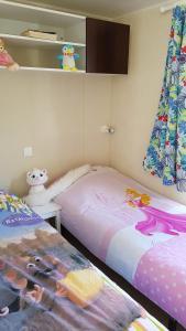 Un ou plusieurs lits dans un hébergement de l'établissement Camping Saint Laurent