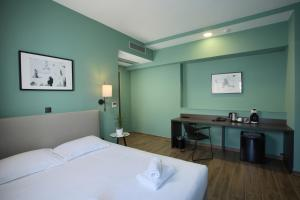 A bed or beds in a room at Athens21