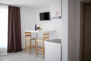 TV i/ili zabavni centar u objektu Apartments ANA Karlobag
