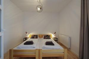 A bed or beds in a room at Sopotel