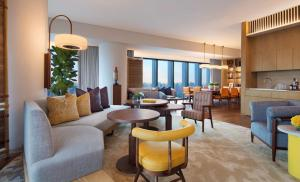 The lounge or bar area at Andaz Singapore – A Concept by Hyatt (SG Clean)