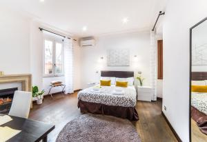 A bed or beds in a room at Sant'Angelo Apartments