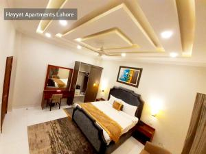 A bed or beds in a room at Hayyat Luxury Hotel Apartments