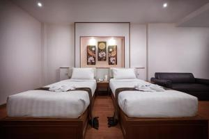 A bed or beds in a room at Kc Place Hotel Pratunam