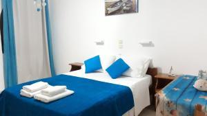 Ένα ή περισσότερα κρεβάτια σε δωμάτιο στο Cavos beach studios