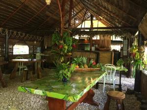 Um restaurante ou outro lugar para comer em Pension TUPUNA