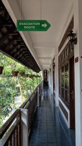 A balcony or terrace at Paku Mas Hotel