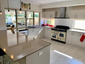 A kitchen or kitchenette at River Glen
