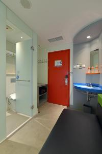 A bathroom at POP! Hotel Solo